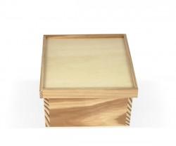 Boîte de bois avec 4 divisions